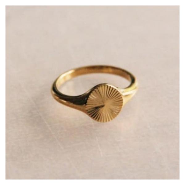 Bazou RVS stalen ring met bewerkte opdruk – goud