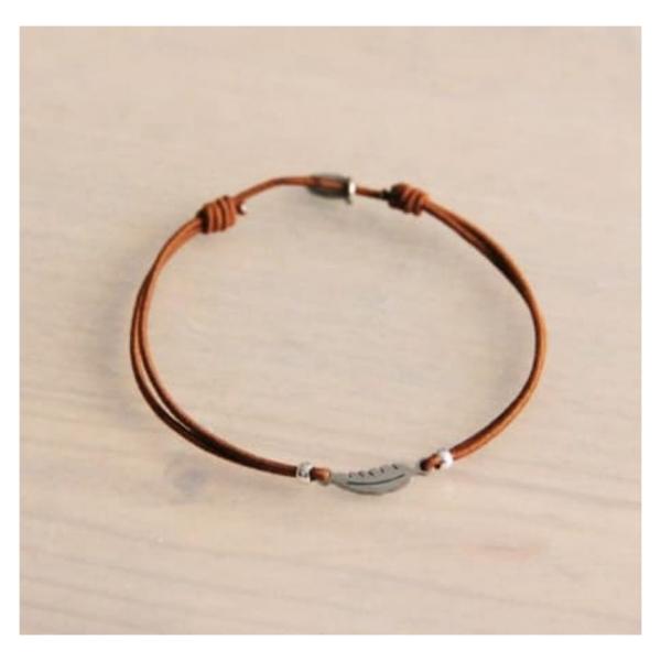 Bazou Elastic bracelet with mini feather - cognac / silver